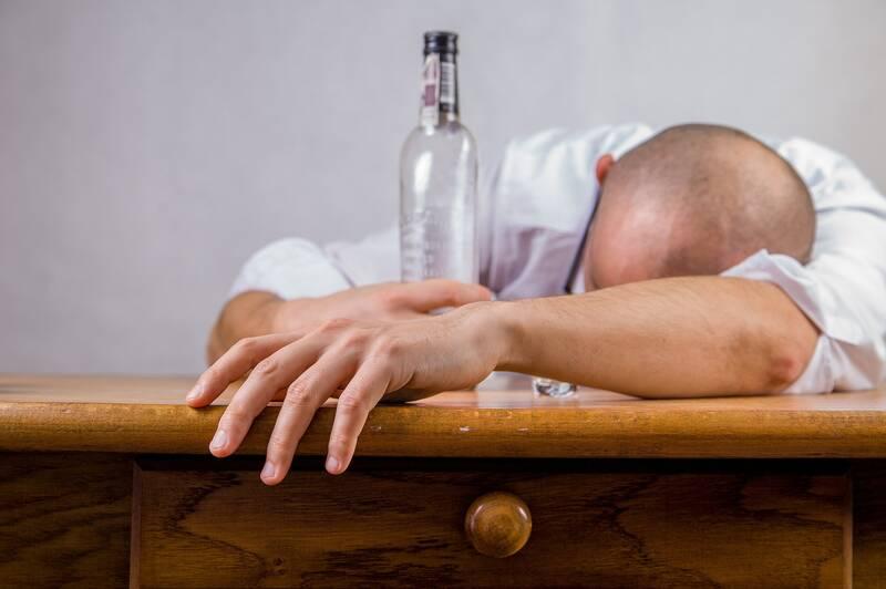 Alcoholabusus het gevaar van alcoholisme